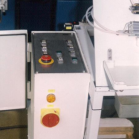 Електро шкаф и пулт на монтажен автомат
