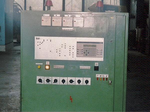 Електро шкаф на машина за формоване на пластмаса с програмируем контролер